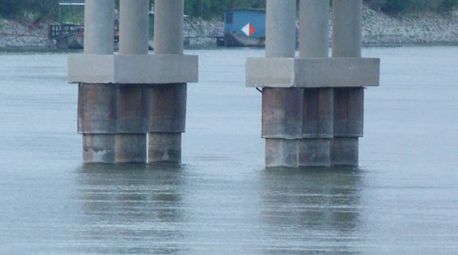 Le fondamenta dei piloni del ponte stradale Guastalla-Dosolo