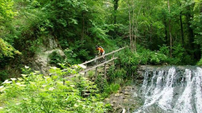 In mountain-bike nella Valle del Tassobbio