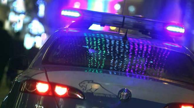 Risultati immagini per polizia auto di notte