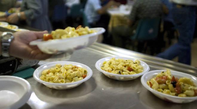 Profughi in questura il cibo nella mensa non ci piace for Questura di reggio emilia permessi di soggiorno