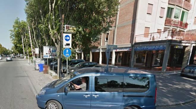 L'incrocio tra via Guicciardi e via Emilia Ospizio