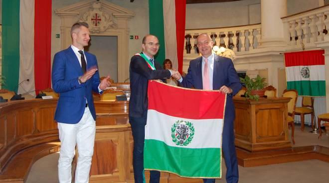 La consegna del Tricolore a Menetti e Kaukenas