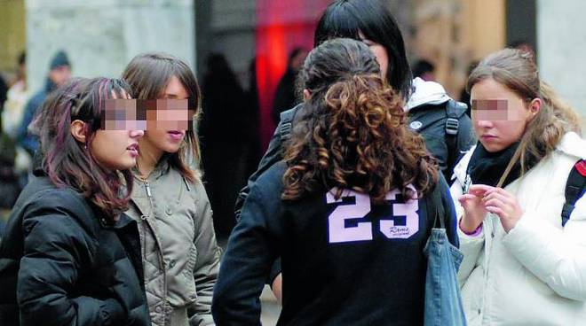 Sedicenne picchiata e rapinata da baby-bulle: tre denunce a Reggio Emilia