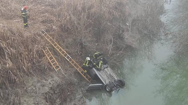 Reggio Emilia: muore nell'auto capovolta nel torrente Crostolo