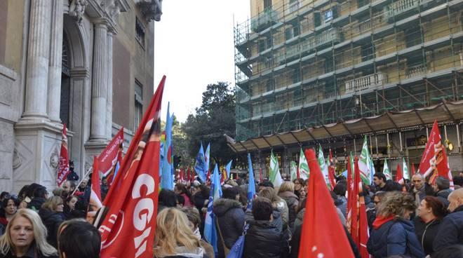 Giornata di protesta dei lavoratori dei servizi di pulimento