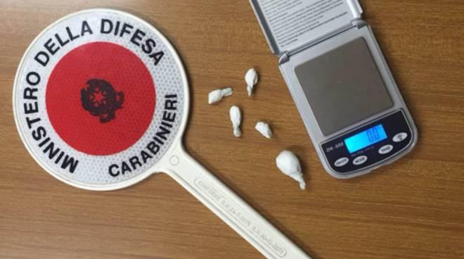 Bilancino e dosi di droga
