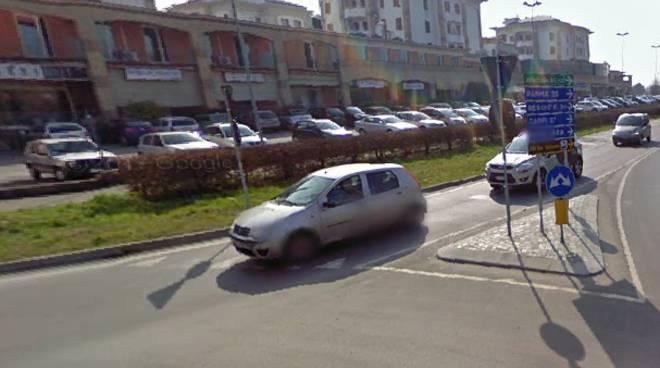L'incrocio tra via Bertazzoni e via Cisa Ligure, a Guastalla