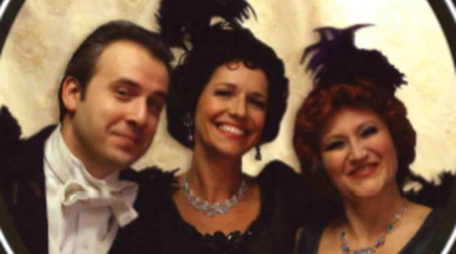La soubrette Silvia Felisetti, il comico Alessandro Brachetti e la soprano Susie Georgiadis