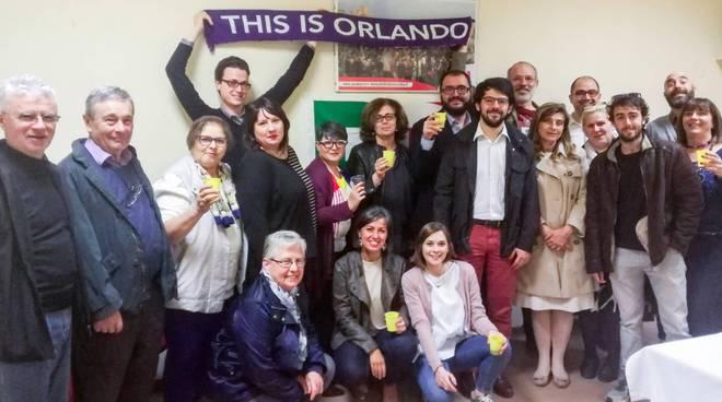 Il brindisi dei sostenitori della Mozione Orlando