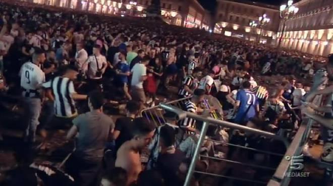 La folla presa dal panico in piazza San Carlo a Torino