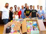 La famiglia Orlandini con Sergio Amarri, direttore della struttura di Pediatria, la capo infermiera Nicoletta Vinsani e il dottor Francesco Soncini