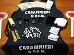 L'eroina e l'altro materiale sequestrato dai carabinieri