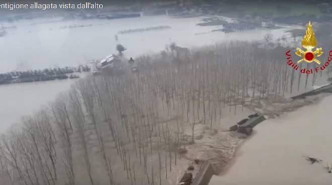 Esonda l'Enza a Brescello: più di mille persone evacuate