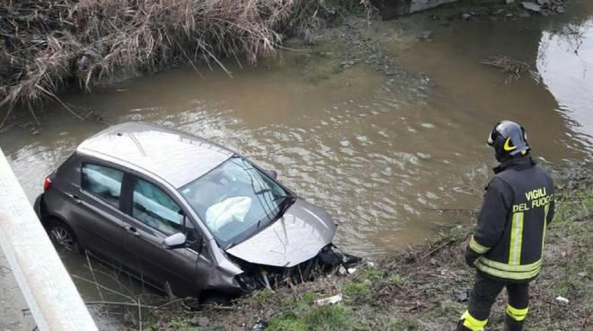 Auto nel canale