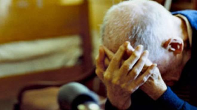 Maltrattamenti ad anziani a Reggio Emilia, indagate 13 operatrici sanitarie