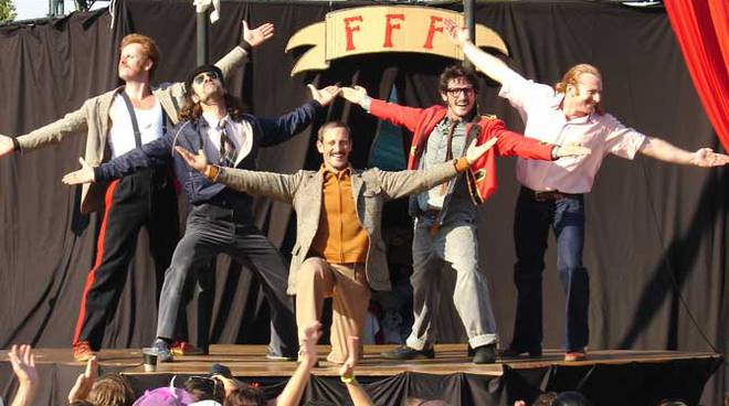 Circo contemporaneo: i Five Foot Fingers