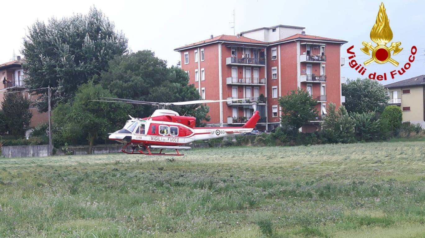 L'elicottero dei Vigili del Fuoco decolla da Reggio per Genova