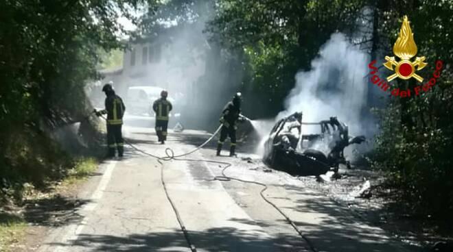 Auto a fuoco a Grassano