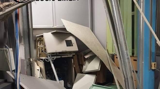 Sportello bancomat distrutto da esplosione